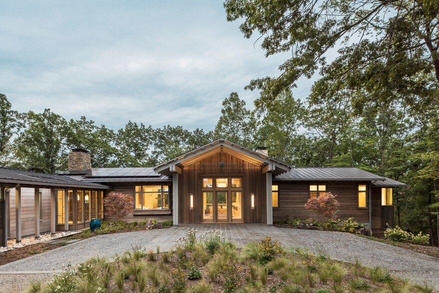 Mill Spring Relaxing Retreat in North Carolina / Samsel Architects
