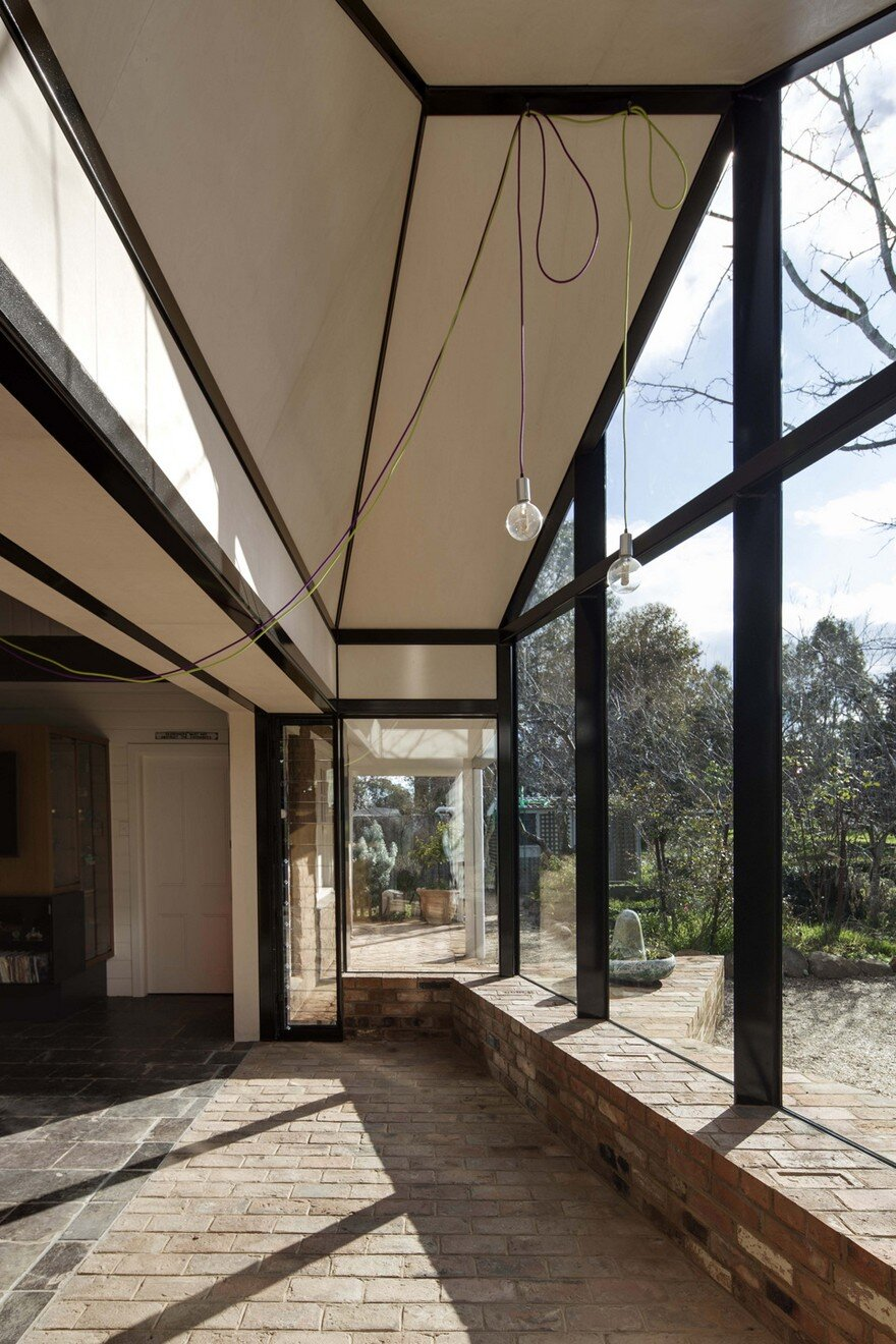 Modern Glass Extension Upgrading Mud Brick House In Victoria