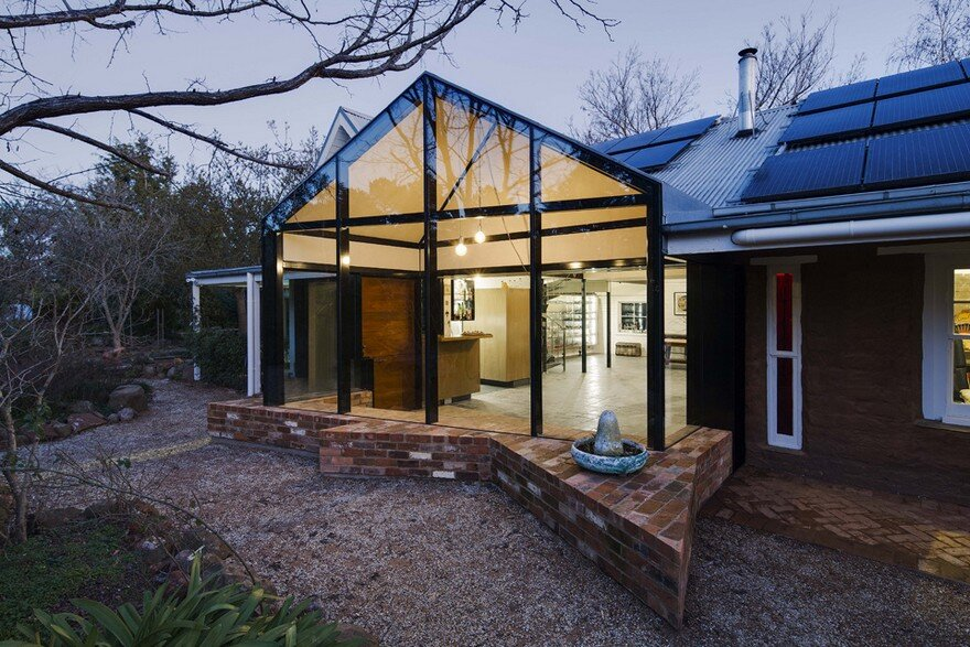 Modern Glass Extension Upgrading Mud Brick House in Victoria 17