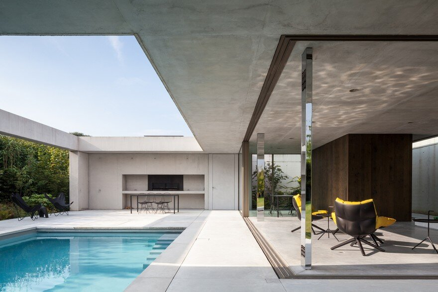 Steven Vandenborre Designs a Glass And Concrete Pool House In Belgium