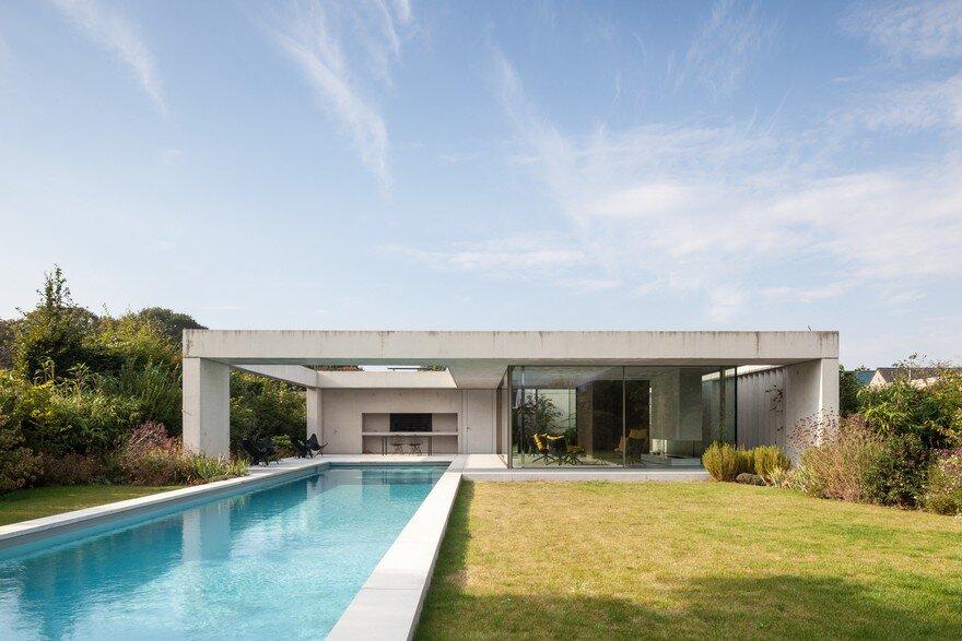 Steven Vandenborre Designs a Glass And Concrete Pool House ...