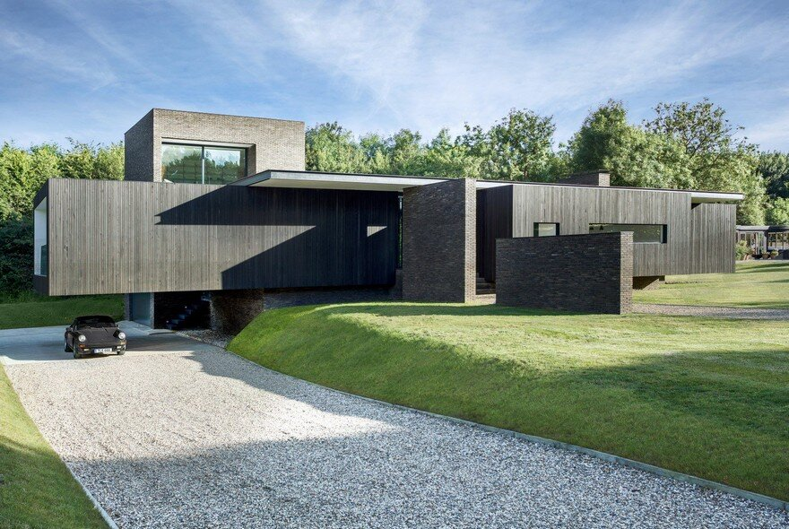 Black Modern House Consisting of Five Modules Clustered Around a Central Courtyard 2