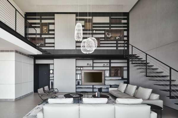Contemporary Duplex in Ramat HaSharon Displaying an Industrial-Creative Look