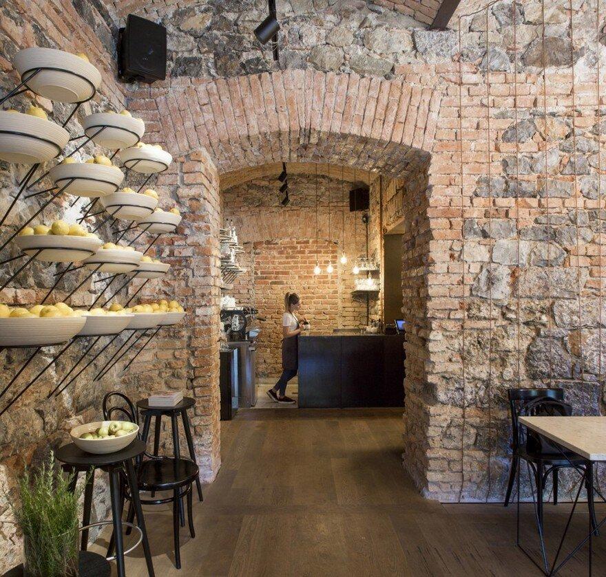 Ek Bistro The Naked Bar In The 19Th Century Ljubljana Corner Building-7541