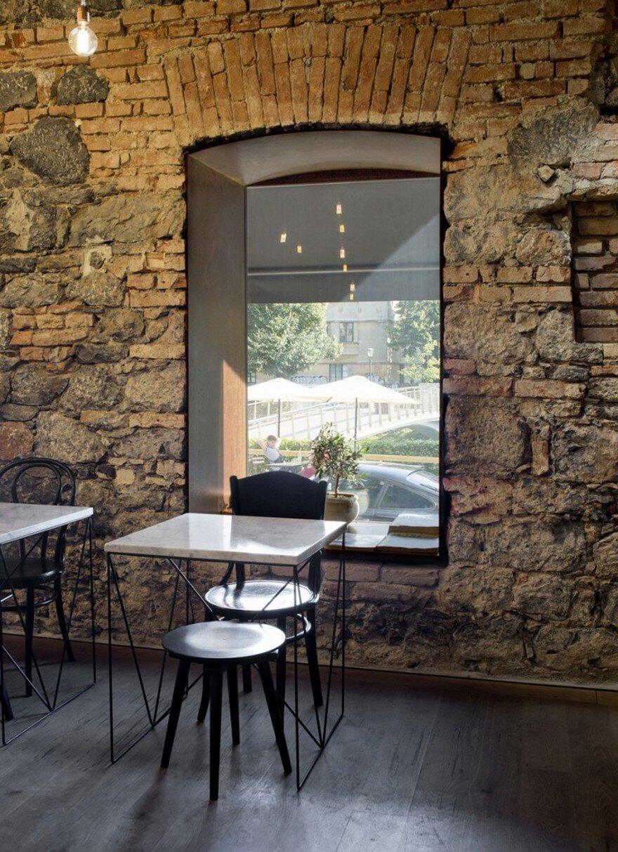 Ek Bistro The Naked Bar In The 19Th Century Ljubljana Corner Building-7707