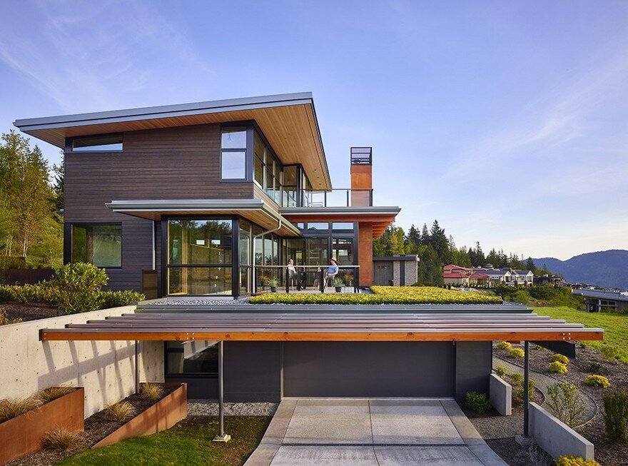 Issaquah highlands house offering panoramic views of lake for Panoramic view house plans