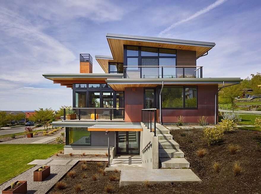 Issaquah Highlands House Offering Panoramic Views Of Lake