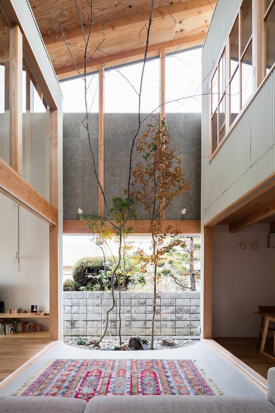 Minimalist family home minimalist family home in osaka for Minimalist family