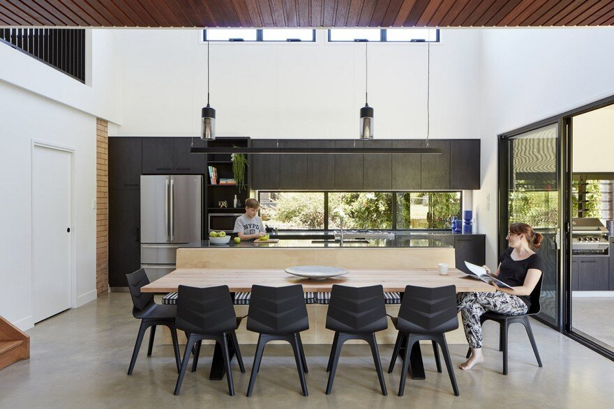 Moorooka House Featuring High Ceilings and an Abundance of Natural Light 3
