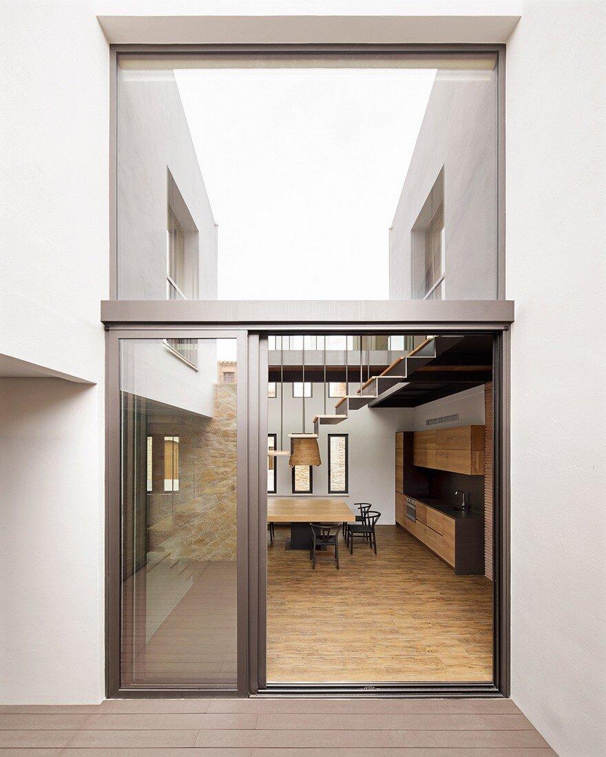 Splow House Delution Architect: Palau Sator House / Arquitecte Rossend Julia Morera