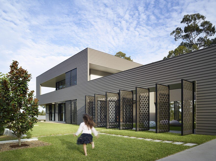 Remarkable Design Shaping Modern House in Gold Coast, Australia