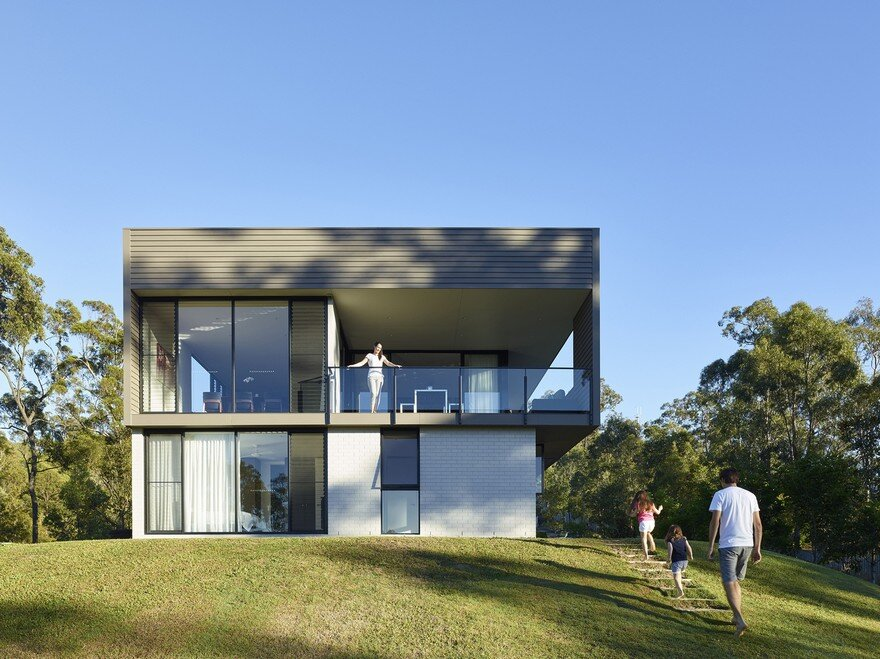 Remarkable design shaping modern house in gold coast for Gold coast home designs