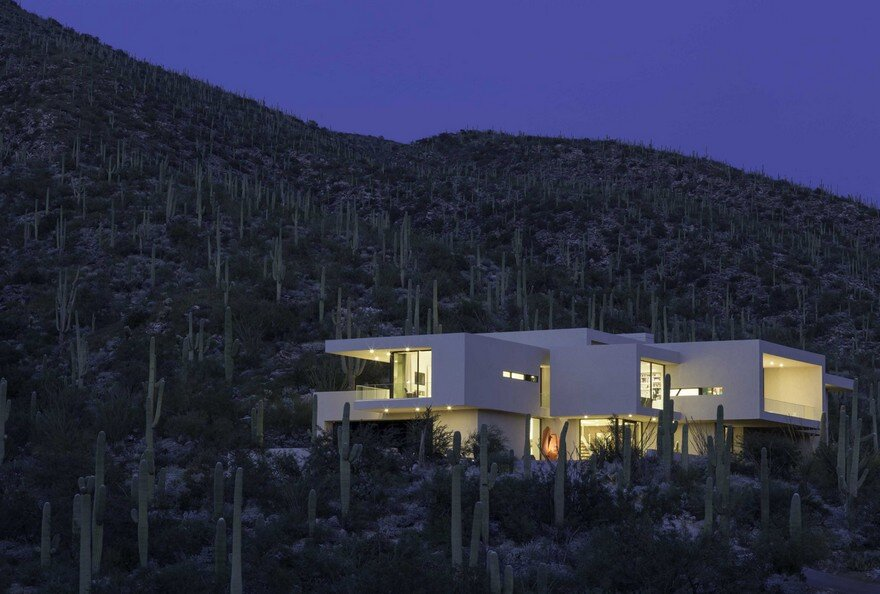 Striking Desert House in Tucson, Arizona / Kevin B. Howard Architects