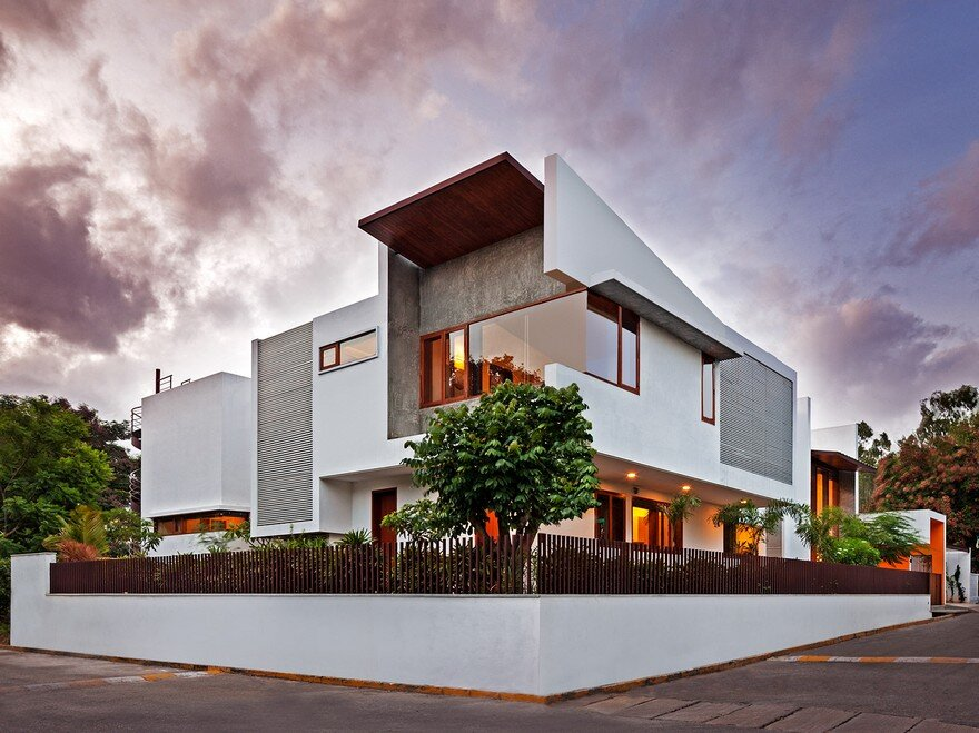 This Bangalore House Featuring Mid-Century Classics Furniture and Contemporary Art