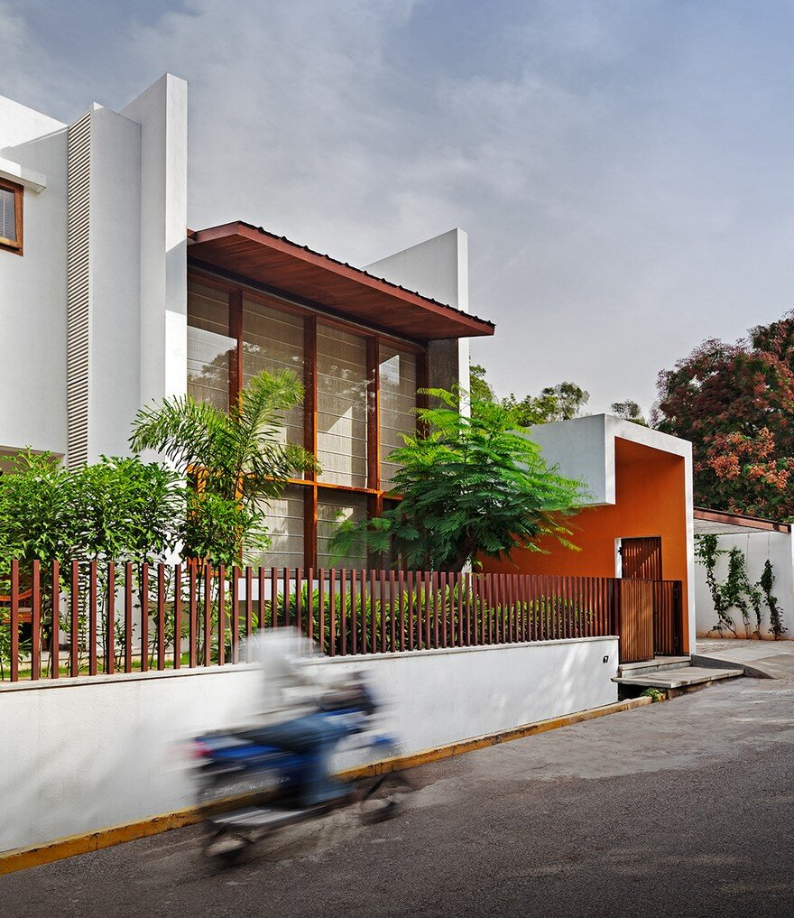 This Bangalore House Featuring Mid Century Classics Furniture And - The-sieben-residence-by-oomen-architects