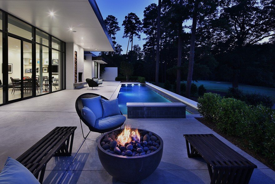 Durham House Offers a Stylish and Comfortable Indoor-Outdoor Lifestyle