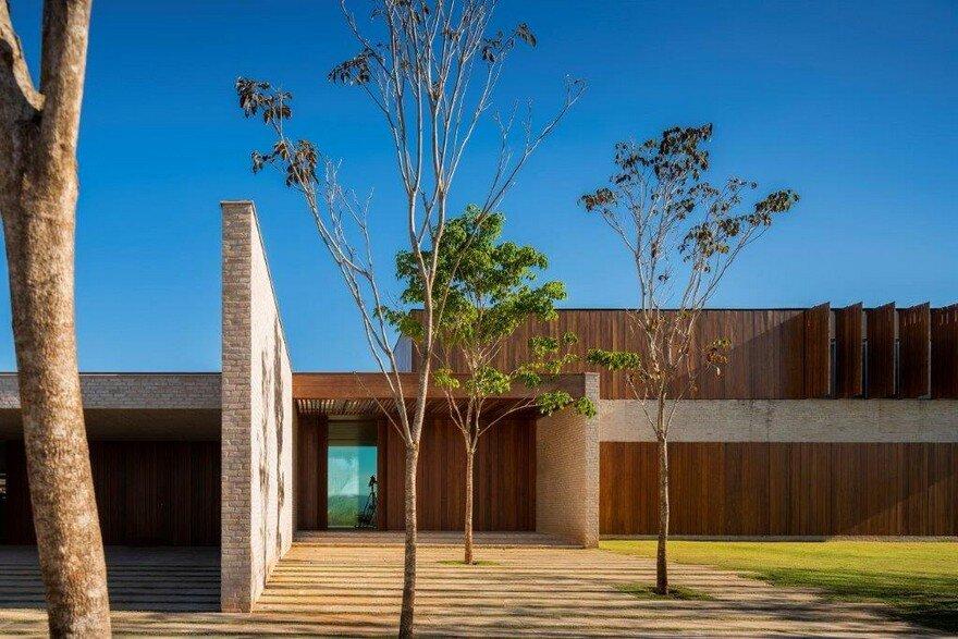 Modern Summerhouse Near Sao Paulo by Studio