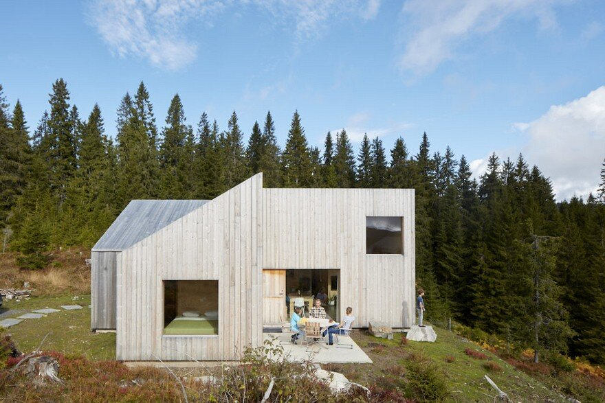 A Cabin House in the Norwegian Forest for a Geologist and His Family