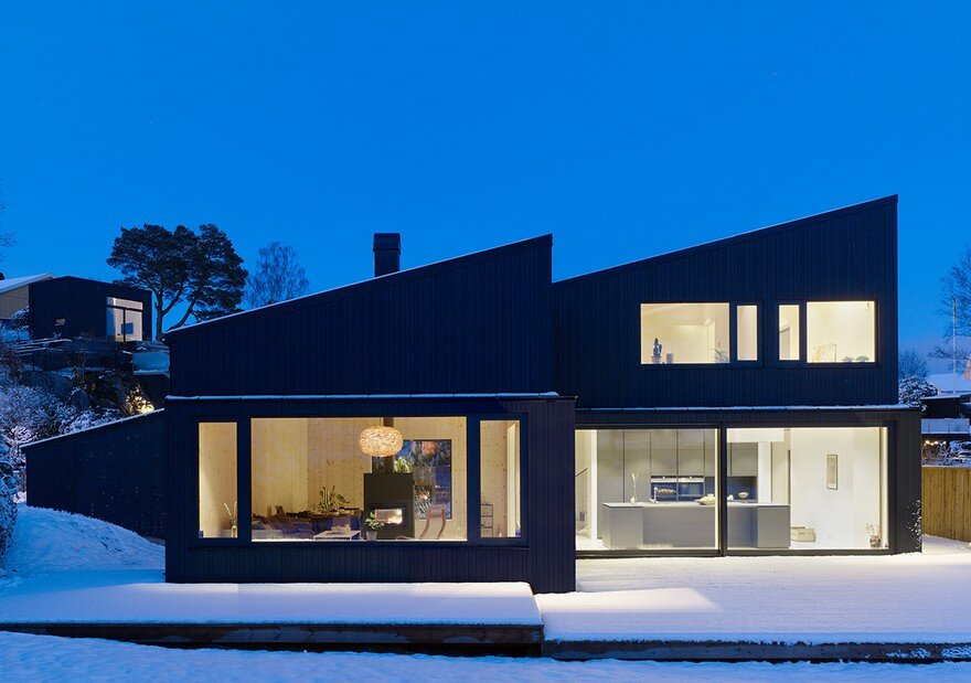 Contemporary Black Wooden House 16