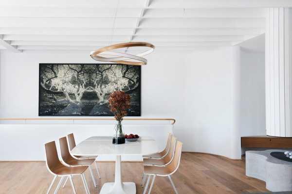 Tama?s Tee House: A Coastal Concrete Unipod by Luigi Rosselli