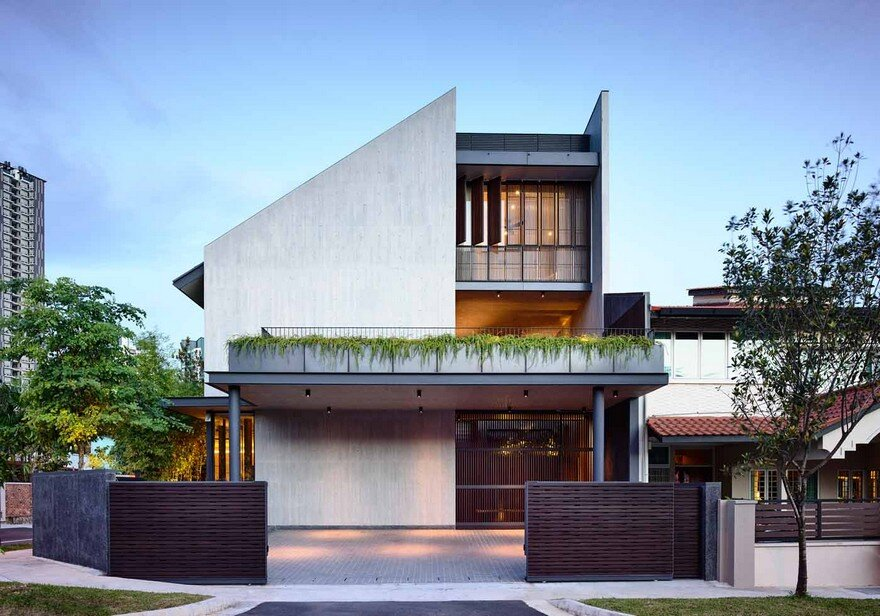 Cascading Courts Residence by HYLA Architects