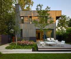 Charred Wood–Clad House in the Toronto Suburbs by Superkül