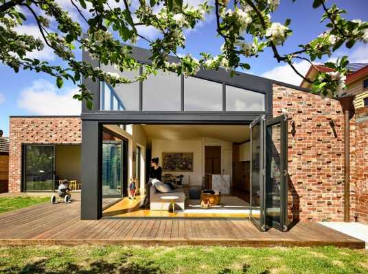 Lake Wendouree House: Art Deco Charm Meets Contemporary Ambience