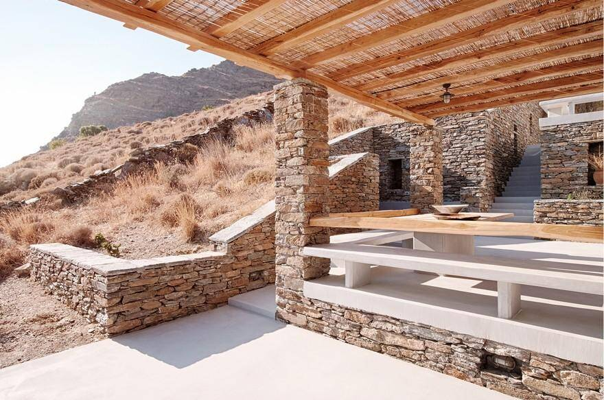 A Stone Summerhouse in Greece Developed for the Mediterranean Climate