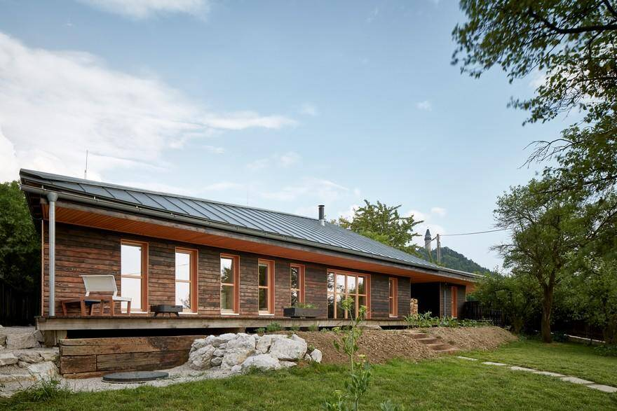 Chestnut House by ValArch Atelier