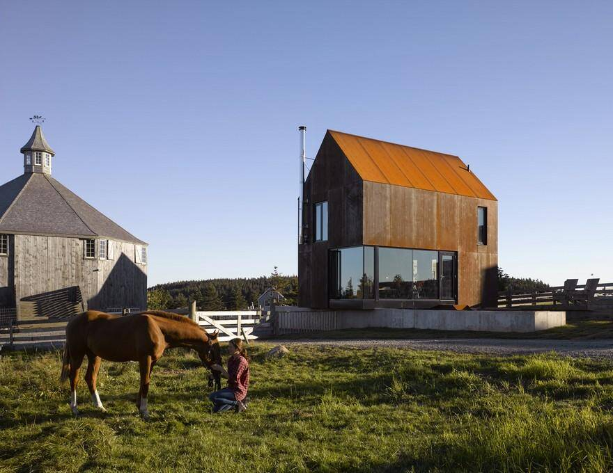 Enough House - Steel-Clad Cabin in Nova Scotia / MacKay-Lyons Sweetapple Architects