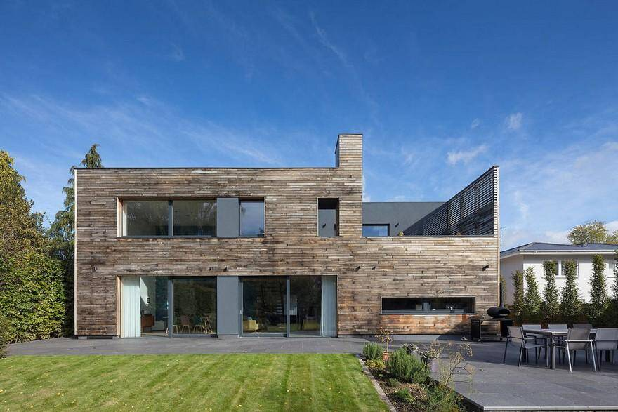Modernist New Build Passivhaus / Gresford Architects