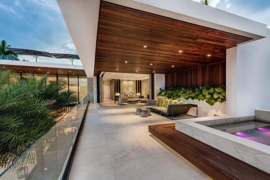 Banyan Residence On Palm Island / Choeff Levy Fischman