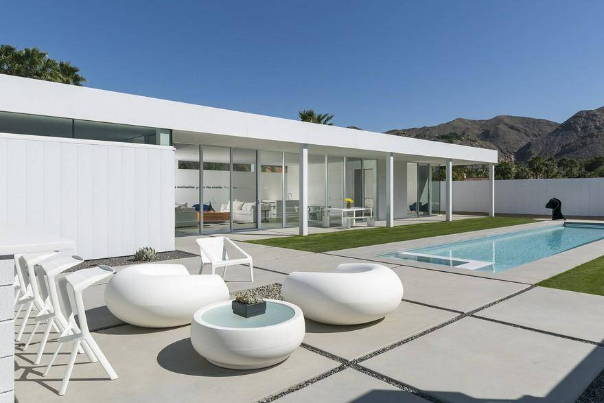 Elegant Desert Retreat Built on a Prefabricated Steel Frame