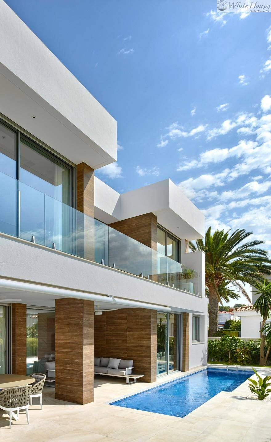 Seaview House Designed By Parsonson Architects: Modern Single-Family Villa With An Astonishing Sea View To