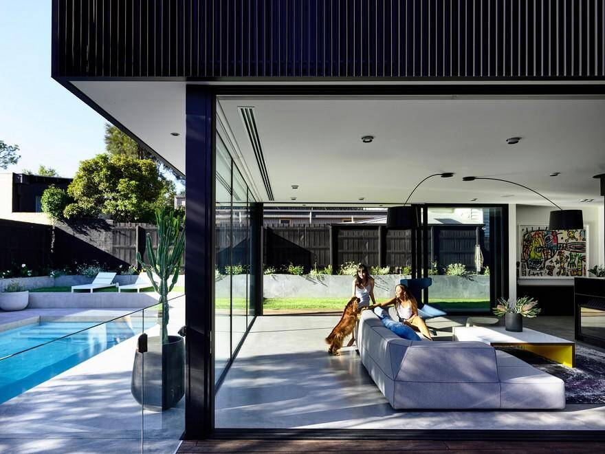 Ross House in Melbourne Featuring a Bold and Sculptural Form 12