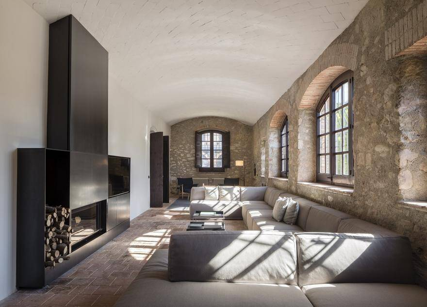 Spanish Farmhouse Revived with Perfect Mixture of Traditional and Modern Minimalist Design 9