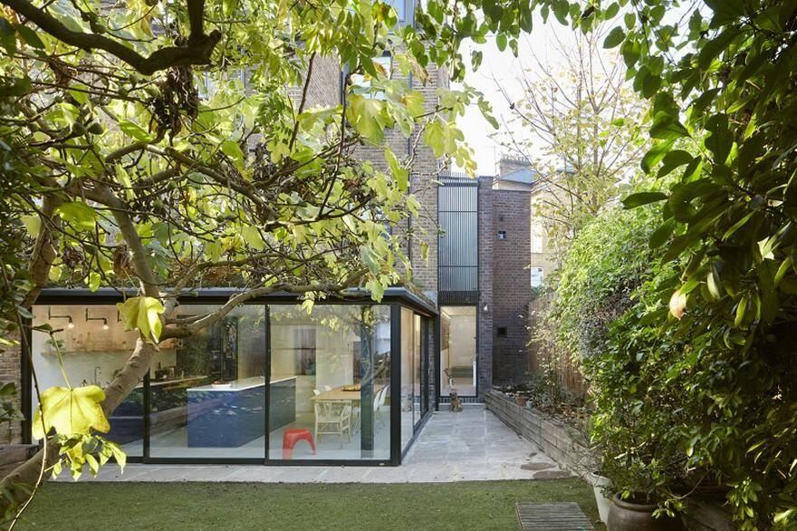 Hugo Road Houseby Robert Rhodes Architecture + Interiors, terraced house