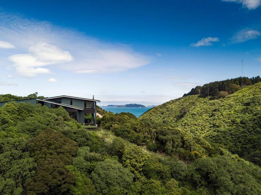 Korokoro Bush Retreat, Parsonson Architects