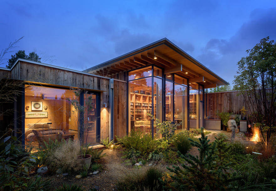 Stunning Seattle Urban Retreat Inspired by Native American Cultures 16