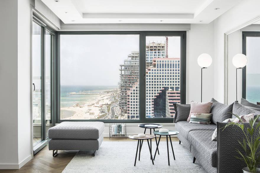 Vacation Apartment Overlooking the Beautiful Beach of Tel Aviv 1