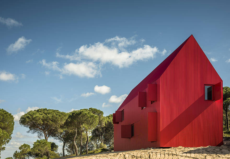 This Minimalist Red House Complements the Landscape as a 'Overwhelmingly Visible' Structure 2