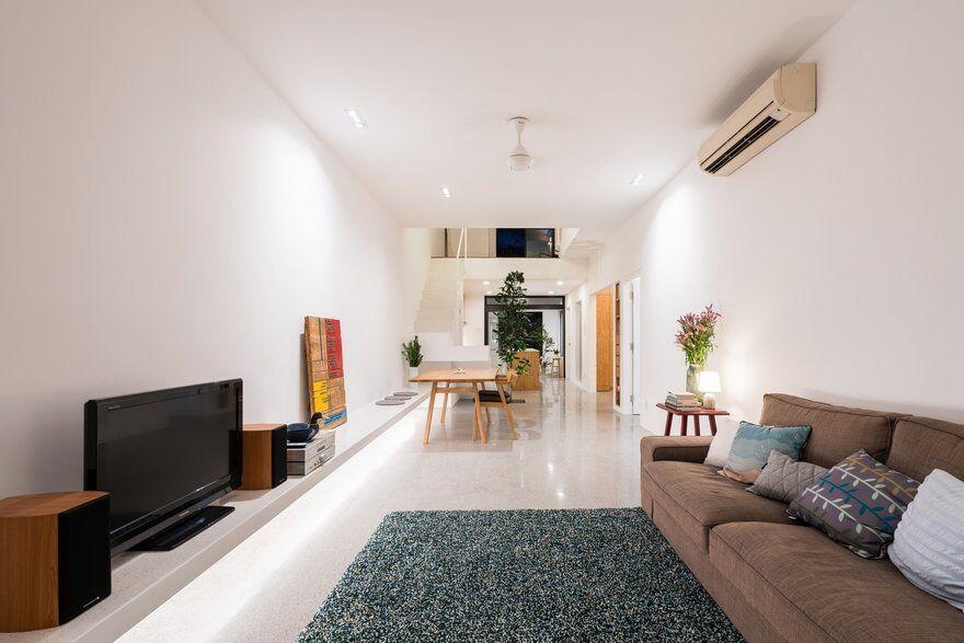 Minimalist Single Y Terrace House