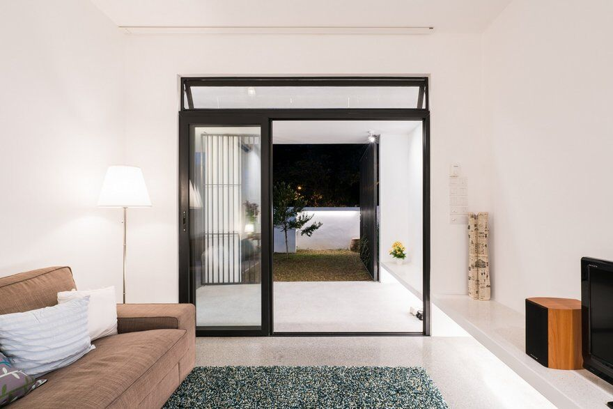 Minimalist Single Storey Terrace House / Fabian Tan Architect