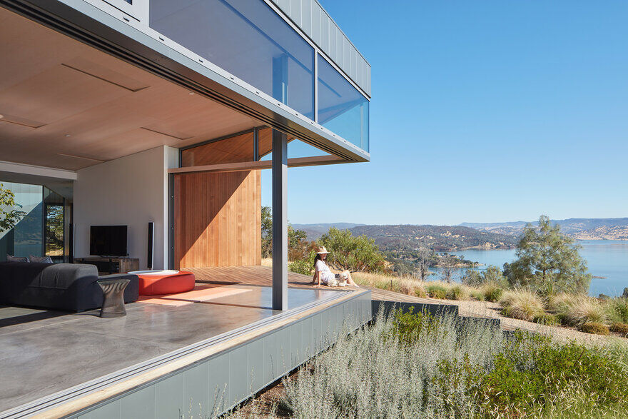 Hexagonal House that Offers Views from All Six Sides Goto House 14