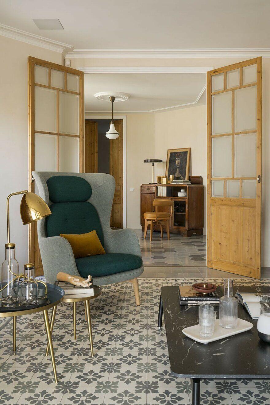 Rambla Catalunya Penthouse Revitalized Into a Bright Home