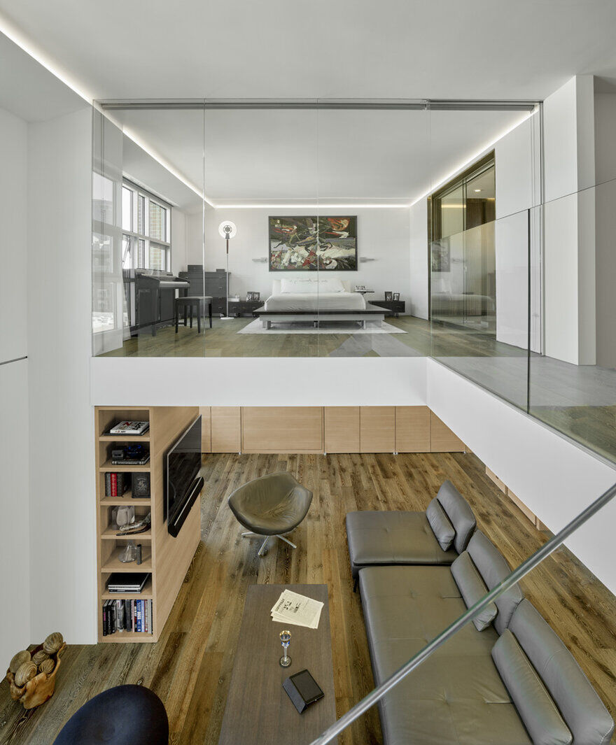 Two-Story loft / INTERSTICE Architects