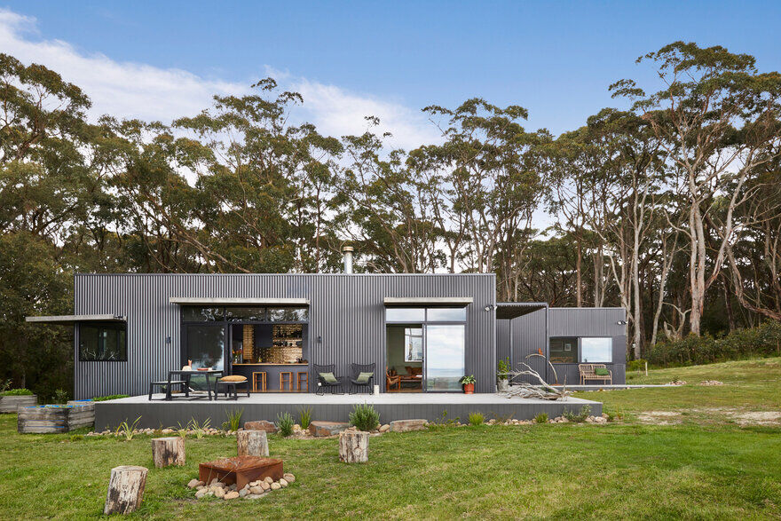 Fish Creek House - a Small, Off-the-Grid Holiday Home by ArchiBlox