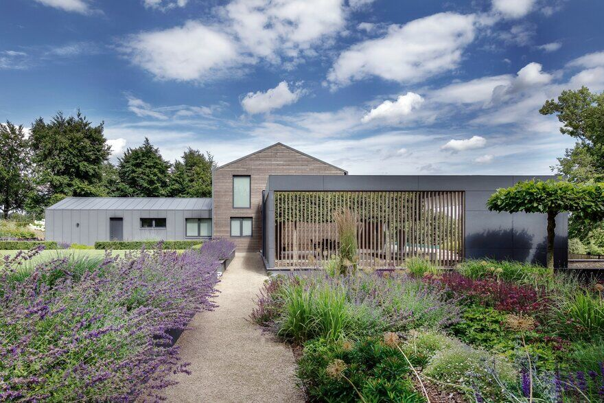 Farmer's House / AR Design Studio
