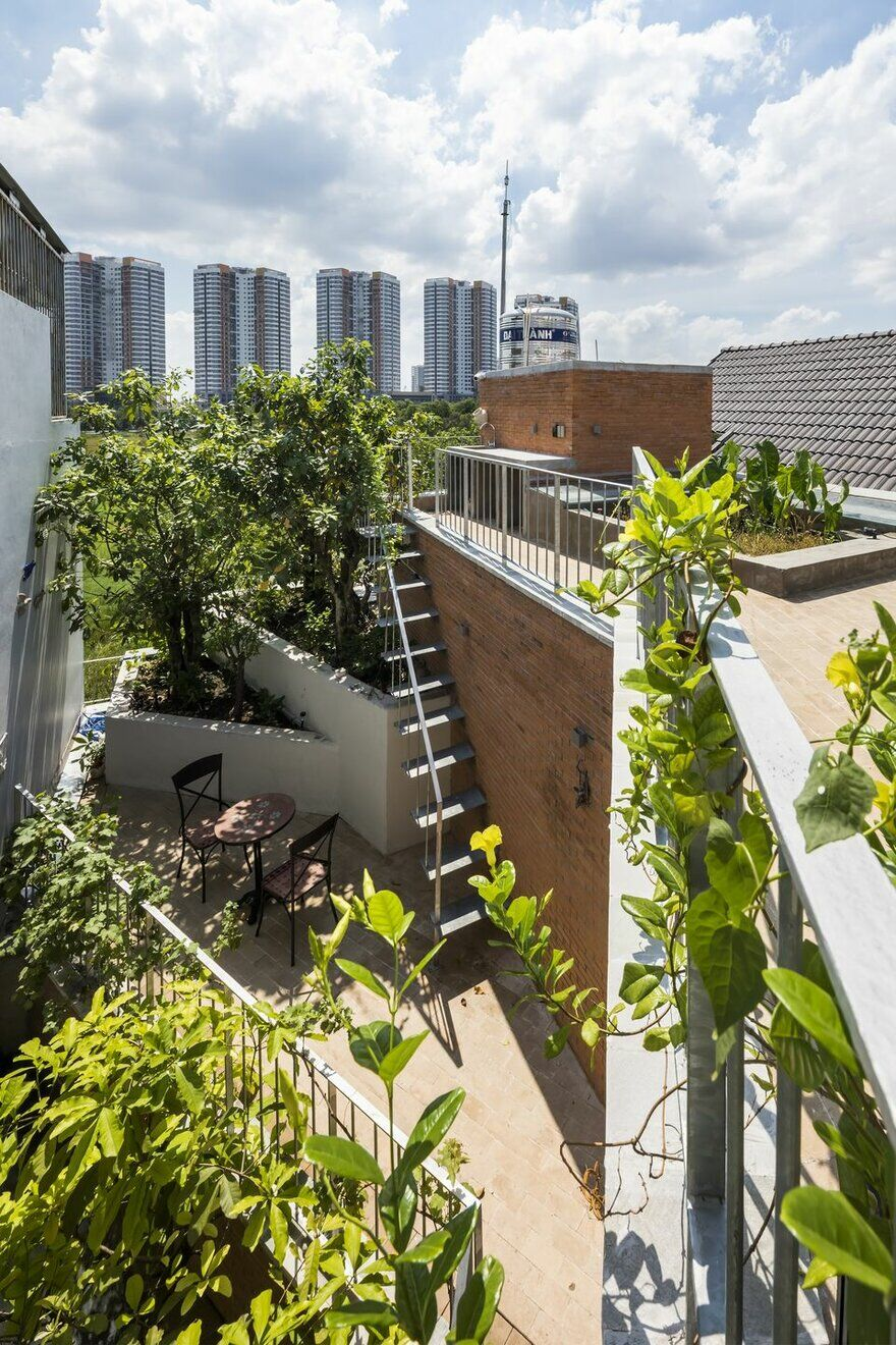 Rooftop with Large Green Gardens  , Ha House / Vo Trong Nghia Architects