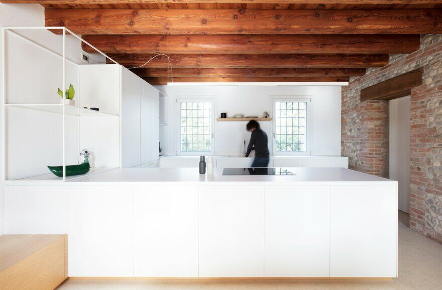 Interior Design for a Venetian Rural House / Didonè Comacchio Architects